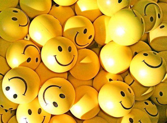 Happy-smiley-balls-by-rabanito
